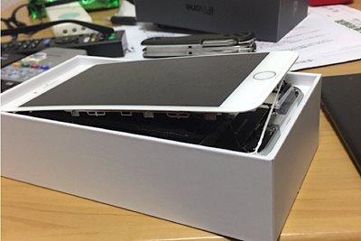 اپل به ادعای کاربران مبنی بر متورم شدن باتری آیفون 8 پلاس رسیدگی میکند