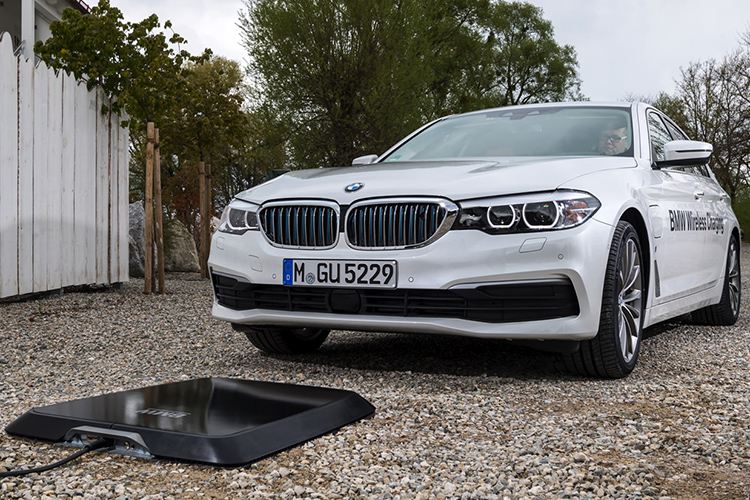 BMW Wireless Charging: 530e