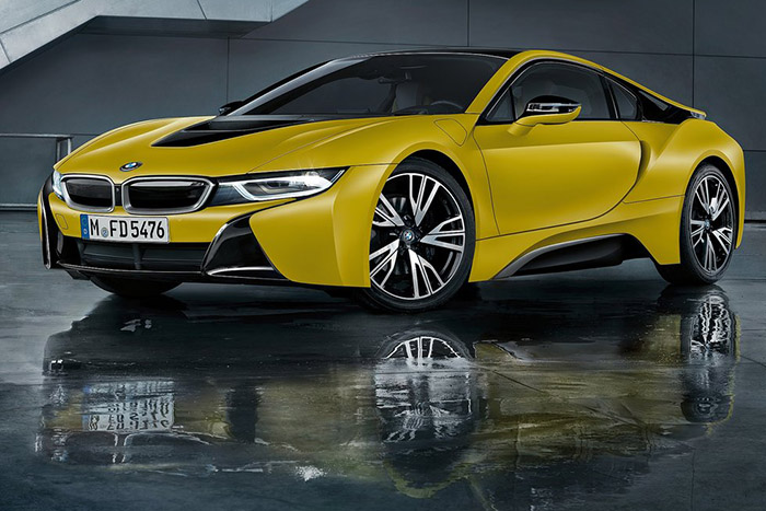 BMW i8 yellow