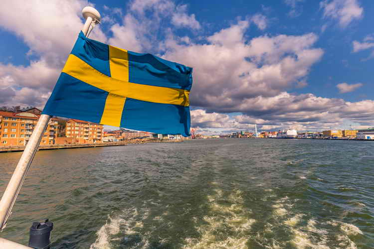Swedes Quickly Dropping Paper Money