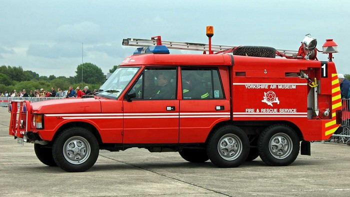 Range Rover TACR2 six-wheel fire engine