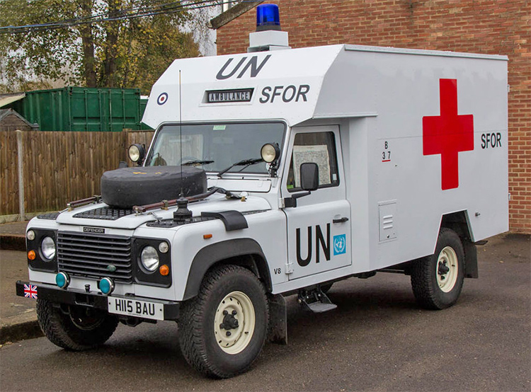 LAND Rover UN ambulance