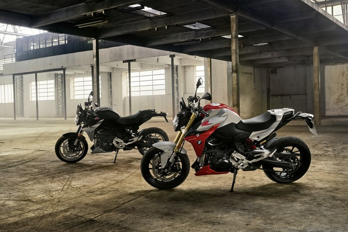 BMW F 900 R and F 900 XR