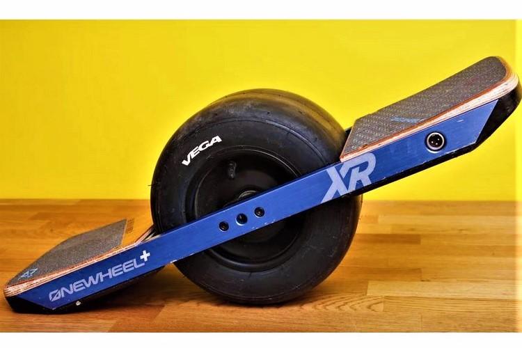 نگاهی کوتاه به اسکوتر برقی Onewheel+XR