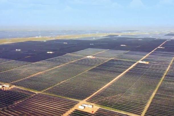 چین بزرگترین سایت انرژی خورشیدیاش را بهرهبرداری کرد