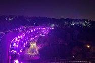 نمونه عکس دوربین واید آیفون ۱۲ پرو اپل در تاریکی - چراغانی پل طبیعت پارک آب و آتش تهران