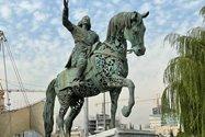 نمونه عکس دوربین تله فوتو آیفون ۱۲ پرو اپل در طول روز - مجسمه اسفندیار در پارک آب و آتش تهران
