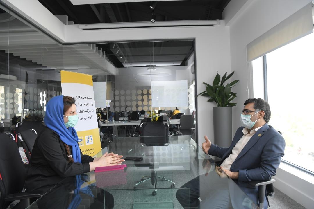 مصاحبه خبرنگار زومیت با مدیرعامل ایرانسل در مرکز نوآوری ایرانسل