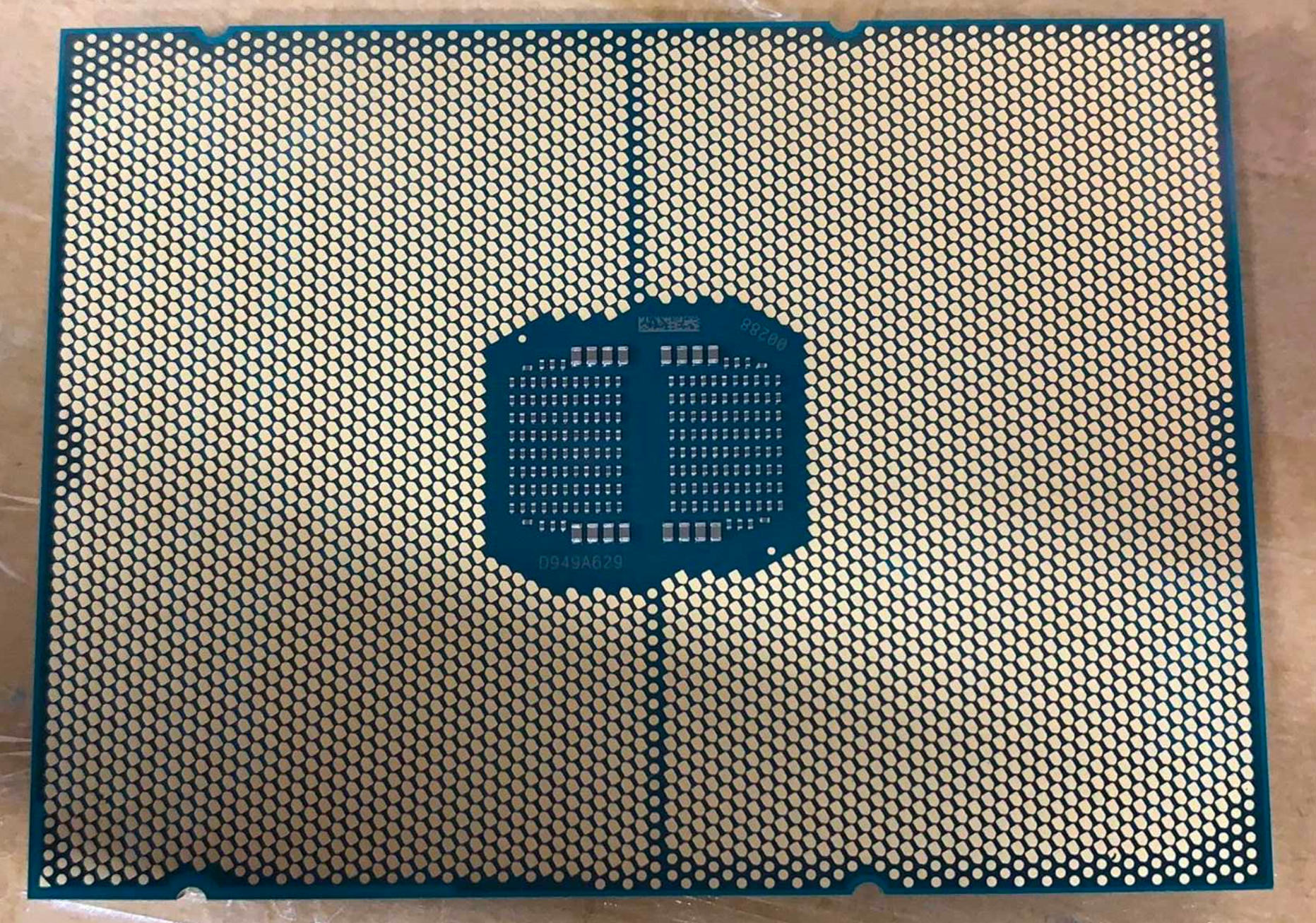 The back of the Intel Sapphire Rapids chip has been revealed