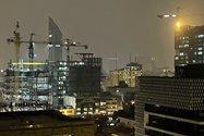 نمونهعکس ۲٫۵ برابری آیفون ۱۲ پرو مکس با دوربین اصلی در تاریکی - ساختمانهای خیابان جردن