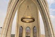 نمونه عکس دوربین اصلی آیفون ۱۲ پرو مکس در طول روز - سردر موزه دفاع مقدس تهران