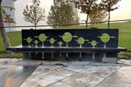 نمونه عکس دوربین اصلی آیفون ۱۲ پرو مکس در طول روز - نیمکتی در پارک آب و آتش تهران