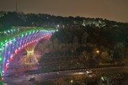 نمونهعکس دوربین اصلی آیفون ۱۲ پرو مکس در تاریکی - نورپردازی پل طبیعت تهران در شب