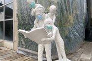 نمونهعکس پرتره آیفون ۱۲ پرو مکس - مجسمهای در باغ کتاب تهران