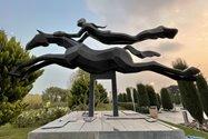 نمونهعکس دوربین اولتراواید آیفون ۱۲ پرو مکس - مجسمهای در ورودی پارک آب و آتش تهران