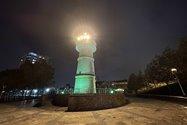 نمونهعکس دوربین اولتراواید آیفون ۱۲ پرو مکس در تاریکی - فانوس دریایی پارک آب و آتش تهران