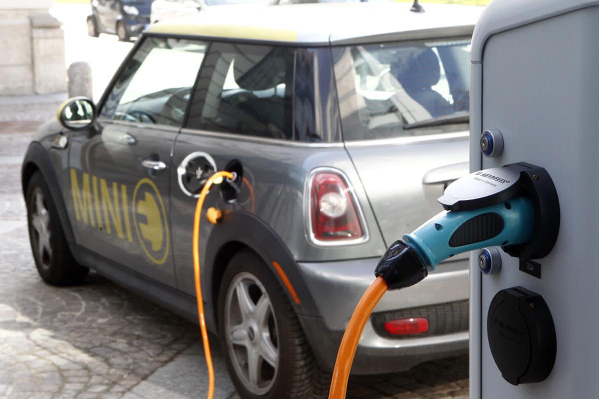 Electric Car / خودروی الکتریکی