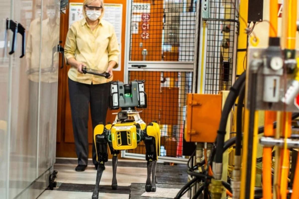 فورد از ربات های چهارپای بوستون داینامیکس استفاده میکند