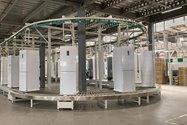 خط تولید یخچال و فریزر برند تی سی ال و ایکس ویژن در کارخانه لوازم خانگی مادیران