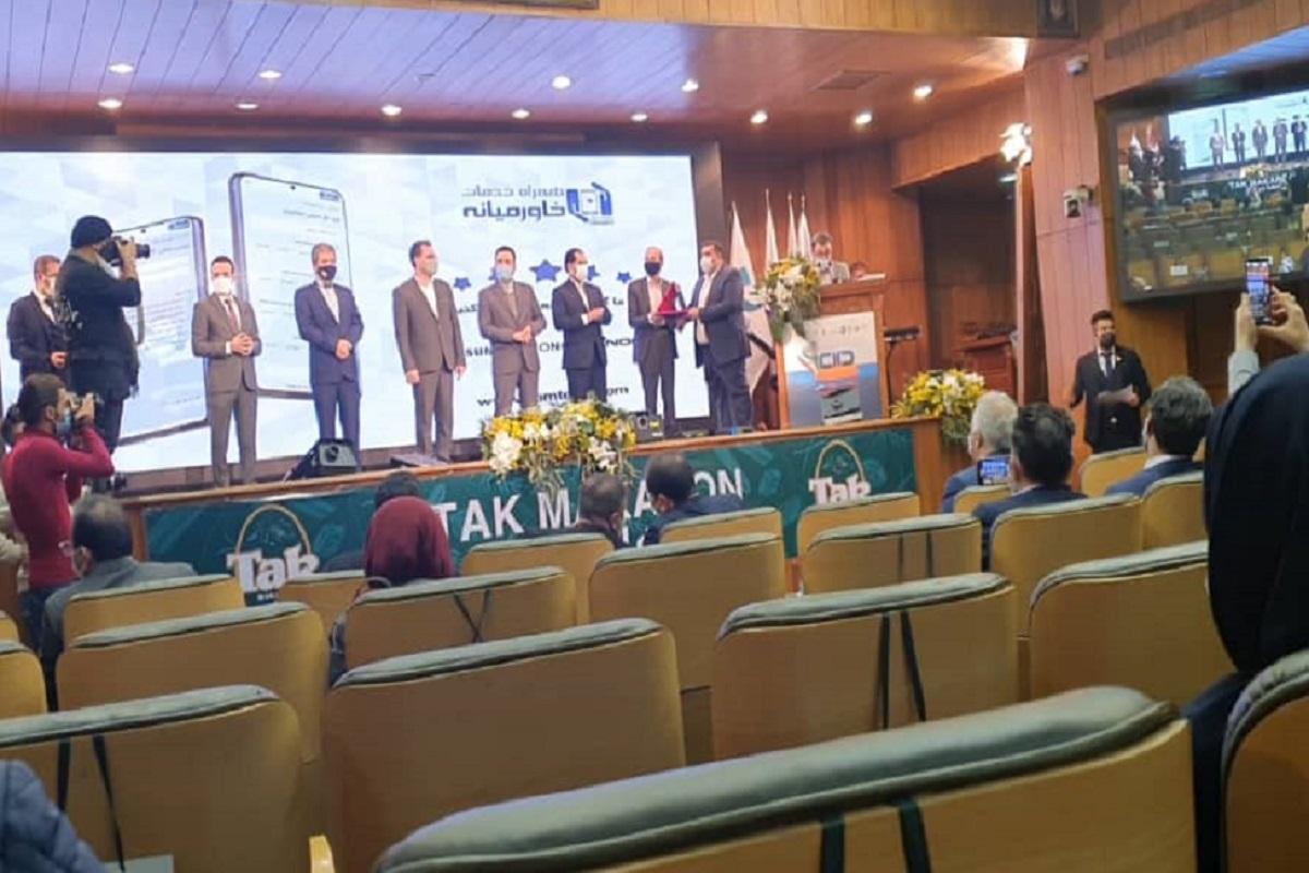 دریافت تندیس جشنواره ملی یکصد واحد مشتریمدار توسط همراه خدمات خاورمیانه