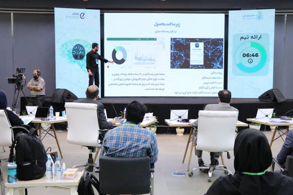 ارائه تیم ها در مراسم شتابدهنده هوش مصنوعی ۱۰۰استارتاپ