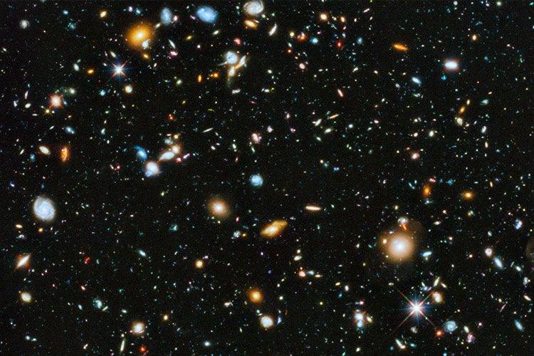 تماشا کنید: عمیقترین تصویر هابل از فضا شامل ستارگان خوش رنگ و نگار است