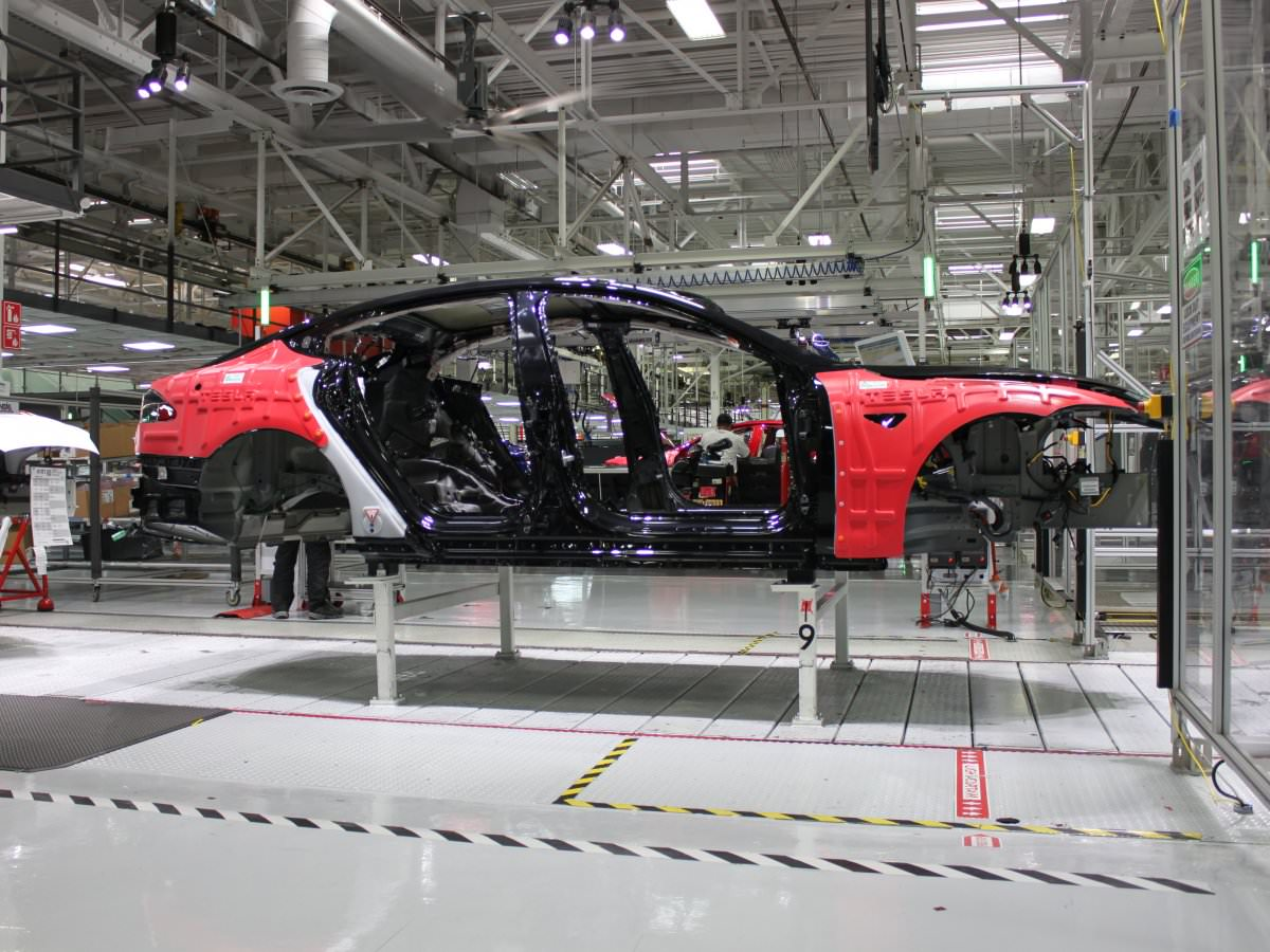 looking forward tesla has big plans to produce its first mass market car called the model 3 by 2017 2dbca