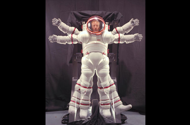 09 nasa-spacesuits-history-05-670x440-130503