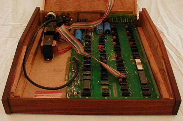 apple-1-inside