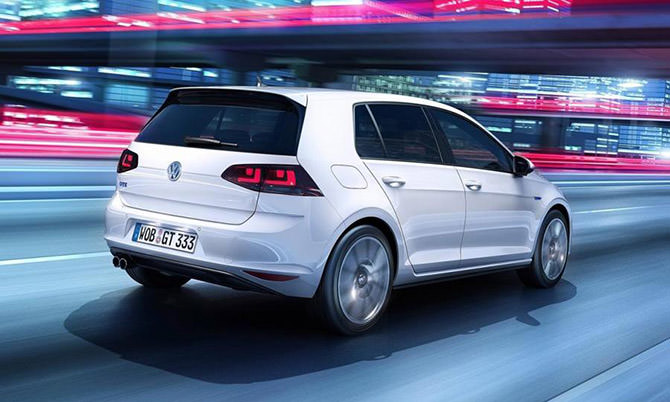 Volkswagen-Golf-GTE-plug-in-hybrid-rear