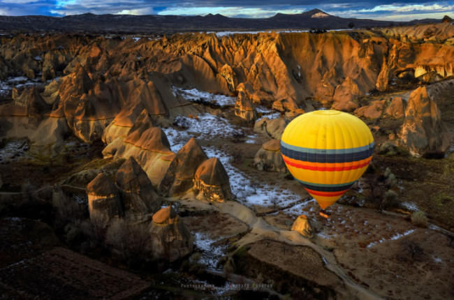Top-10-Hot-Air-Ballooning-Cappadocia-Photo-by-Anuparb-Papapan-740x490