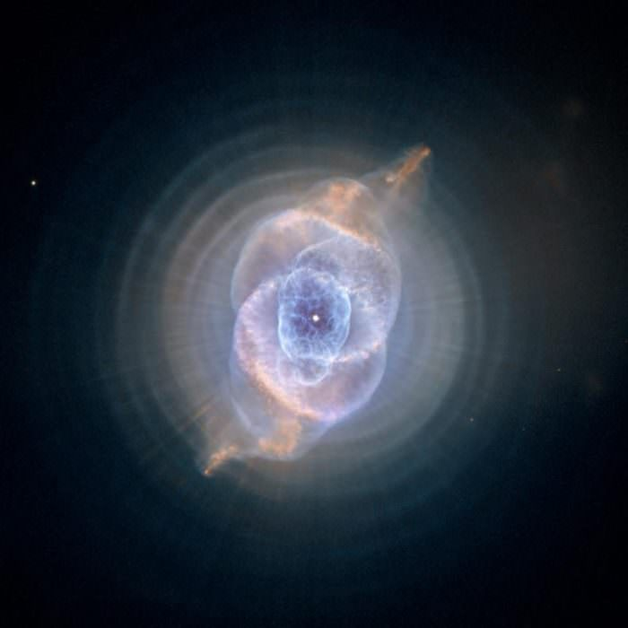 hubble-best-photos-cats-eye-nebula-dying-star
