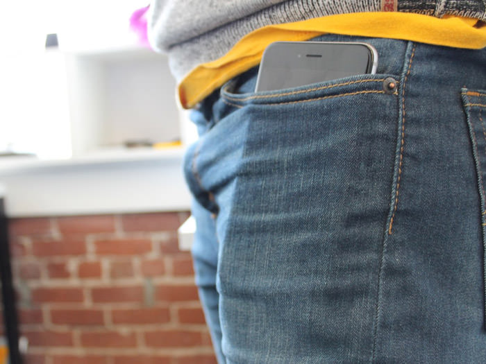 depending-on-what-kind-of-pants-you-wear-the-iphone-6-plus-may-stick-out-of-your-jeans-pocket