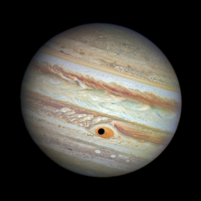 spooky-space-photos-halloween-jupiter-eye