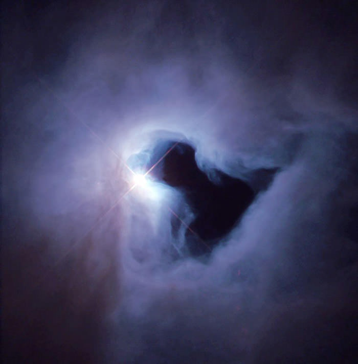 spooky-space-photos-halloween-reflection-nebula-ghost