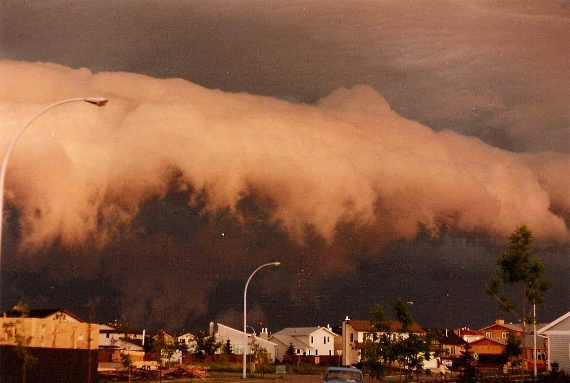 20-incredibly-shocking-cloud-formations-across-the-world-15