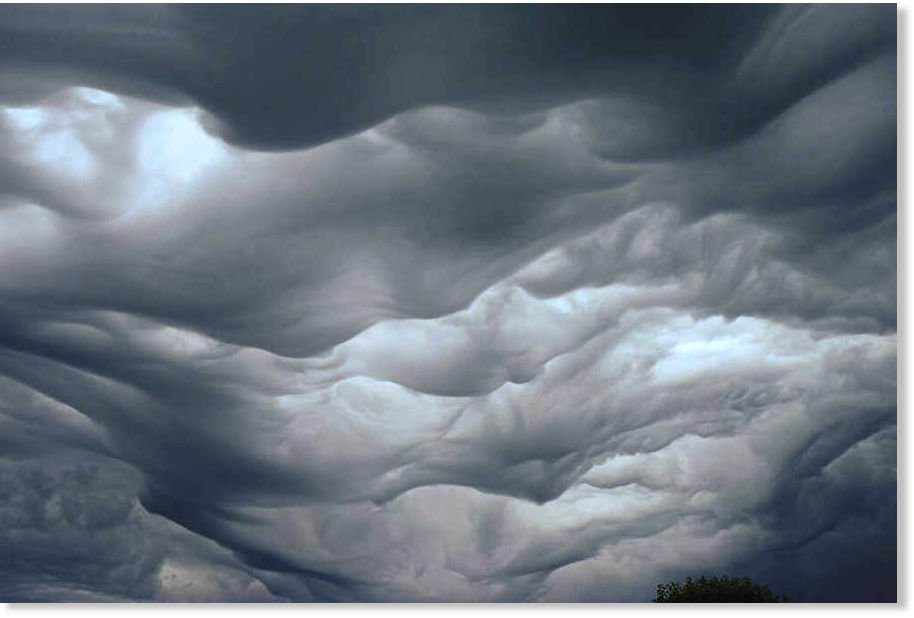 20-incredibly-shocking-cloud-formations-across-the-world-19