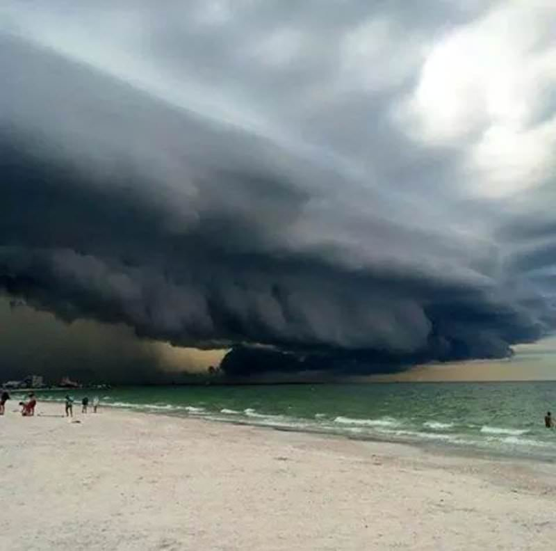 20-incredibly-shocking-cloud-formations-across-the-world-6