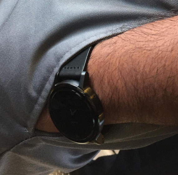 Leaked images of the Motorola Moto 360 sequel and the casing for the timepiece 6