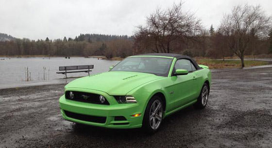 2013-Ford-Mustang-White-Ver