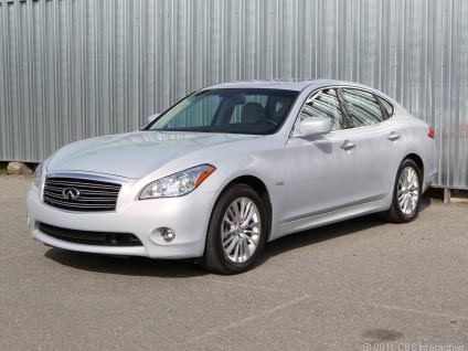 luxury-car-infiniti-m35h-2